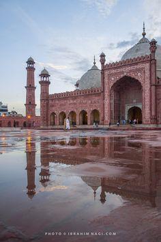 Badshahi mosque lahore fort cocoos and old lahore badshahi httpsflicpzaah7e badshahi mosque the altavistaventures Images