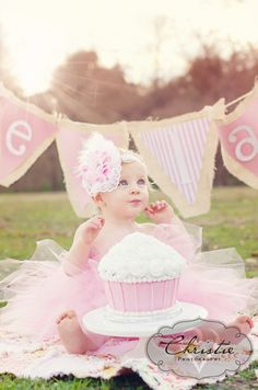 first birthday cake smash. Love the giant cupcake for a smash cake. 1st Birthday Cake Smash, Girl First Birthday, First Birthday Parties, First Birthdays, Cake Smash Girl, Smash Cakes, Cake Smash Photography, Birthday Photography, Outdoor Cake Smash