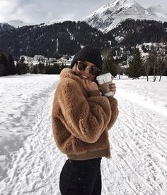Next Post Previous Post Kylie Francis' storyteddy fleece jacket + knit beanie + yoga pants + ray ban sunglasses Woman Outfits, Fashion Outfits, Fashion Tips, Fashion Design, Women's Fashion, Fashion Ideas, Fashion Clothes, Fashion Women, Fashion Eyewear