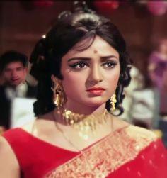 Hema Malini, Vintage Bollywood, Pakistani Wedding Dresses, She Movie, Top Celebrities, India Beauty, Indian Actresses, Beauty Women, Dancer