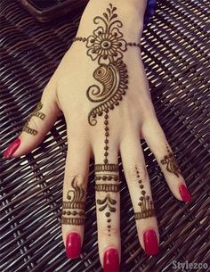 Gorgeous Mehndi Designs for special event or occasion. Henna Hand Designs, Eid Mehndi Designs, Very Simple Mehndi Designs, Mehndi Designs Finger, Pretty Henna Designs, Modern Henna Designs, Mehndi Designs For Beginners, Mehndi Simple, Mehndi Designs For Fingers