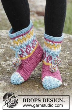 """Rock Them Socks / DROPS 172-19 - Gehäkelte DROPS Hausschuhe in """"Nepal"""" mit mehrfarbigem Muster. Größe 35 – 43. - Free pattern by DROPS Design"""