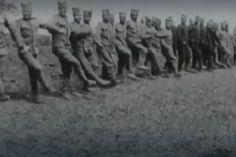 Шта је све одржавало дух српских војника на Солунском фронту? Наравно, мисли о породици, поробљеном родном крају, вера и дисциплина. Али и песма и игра. Пре тачно сто година, у паузама борби са непријатељем, српски војници су одлагали опрему добијену од Француза, скидали њихове шлемове, па из одеће извлачили спаковане шајкаче, те усред Првог светског рата - уз гајде и оркестре играли коло.