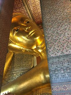 themocsi – a small window to travel enthusiasts, gin lovers, cigar aficionados Best Airlines To Fly, Mild Cigars, Reclining Buddha, Wat Pho, Strong Drinks, Gin Lovers, Thailand Travel, Bangkok, City
