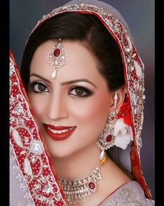 """Blazon Salon and Studio is known for its innovative modern makeup services. It is also one of the best beauty salons in Lahore. The beauty salon is run by famous makeup artist Maaila who is specialized in bridal, occasional and party makeup. The salon has a clear vision of """"Realizing the perfect beauty – individual and practical"""