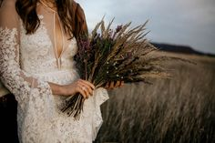 Earthy bridal bouquet with grasses and wildflowers | Image by Chris and Ruth Photography