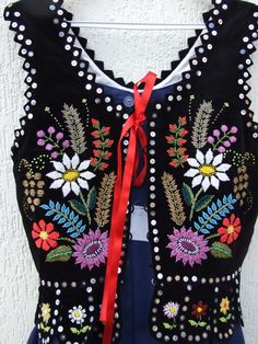 stroj rzaszowski | Polskie Stroje Ludowe - Rzeszowski costume Polish Embroidery, Couture Embroidery, Embroidery Applique, Floral Embroidery, Embroidery Stitches, Embroidery Designs, Folk Costume, Costumes, Polish Folk Art