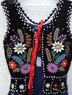 stroj rzaszowski | Polskie Stroje Ludowe - Rzeszowski costume Polish Embroidery, Couture Embroidery, Folk Embroidery, Floral Embroidery, Embroidery Stitches, Embroidery Designs, Folk Costume, Costumes, Polish Folk Art