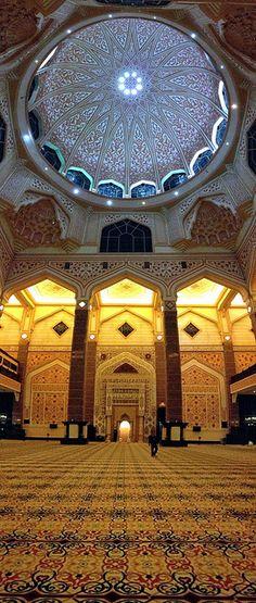 Interior of Putra Mosque - Masjid Putra , Putrajaya, Malaysia Architecture Tattoo, Islamic Architecture, Beautiful Architecture, Art And Architecture, Timor Oriental, Putrajaya, Beautiful Mosques, Grand Mosque, Mayan Ruins