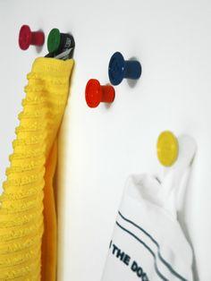 Kapstok haakjes in een set van 5 gekleurde knoopjes