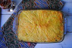 Hoe maak je een lekkere Indische pastei in de oven? Niet van die kleine deegpasteitjes maar een grote goed gevulde ovenschotel? Lees hier het recept.