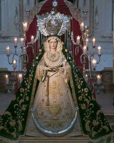 La Virgen de la Consolación y Esperanza de Antequera para el besamanos magno. Vestida por @adrisarmiento88 fundador y artesano de tallercito también.