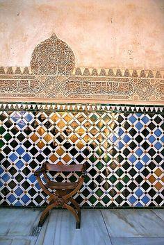 Alhambra tiles (I remember sitting here in Islamic Tiles, Islamic Art, Islamic Decor, Islamic Architecture, Art And Architecture, Granada Andalucia, Granada Spain, Islamic Patterns, Arabic Design