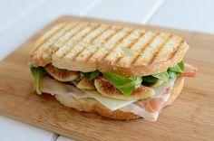 Fig, ham and cheese sandwich - Sándwich de higos, jamón serrano y queso curado