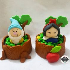 Minicake toquinho de brownie trufado♡ #brancadeneve #brancadeneveparty #festabrancadeneve #candy #sweet #cakedesign ##patisserie #chocolate #mesadedoces #kidsparty #babyshowwhite #snowwhite #prirulitodechocolate #chocomaça #paodemel #brigadeiro #docedeleite #osseteanoes #festasnoRj #encontrandoideias #festainfantil #partykids #segue #loucasporfesta