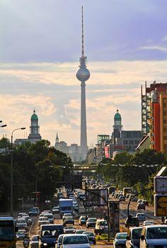 Stadtbild - Frankfurter Allee, Frankfurter Tor und Fernsehturm von mirtas   - Berlin
