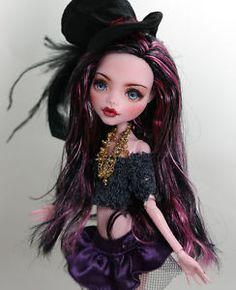 Tia-11-1-6-OOAK-custom-Monster-high-Draculaura-Repaint-by-Yu