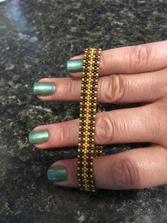 Dit kralen armband gemaakt van Japanse hoge kwaliteit glaskralen Miyuki. -Lengte 7 inch (18 cm) -Als je van verschillende grootte of de kleur die ik voor u maken. Mogelijkheid contact met mij opnemen. -Mogelijkheid voeg mijn winkel als favoriet, dus je kunt me vinden! -Bedankt voor