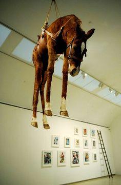 ¿Todo lo que vemos en una galería de arte  es arte?   http://juliollamasrodriguez.blogspot.com.es/2014/10/que-es-y-para-que-sirve-el-arte.html?m=0