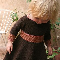 Spin-a-round-dress / Snurrekjole pattern by Anna & Heidi Pickles I Love Fashion, Autumn Fashion, Kids Wardrobe, Knitting For Kids, Kid Styles, Baby Sweaters, Kids Wear, Pickles, Spinning