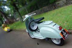 Vespa 50 - Single seat by Ajohannez, via Flickr
