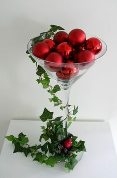 We like this simple bauble and ivy design, with a martini vase. Re-create it with our vases!