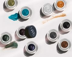 Ten ways to wear NARS Eye Paints, their new shadow-liner combos. Read more on the Glossy! #Sephora