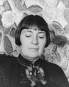 Sui Generis and freethinker: Mabel Evans Dodge Sterne Luhan(pronounced LOO-hahn), née Ganson (February 26, 1879 – August 13, 1962) was a wealthy American patron of the arts. She is particularly associated with the Taos art colony.