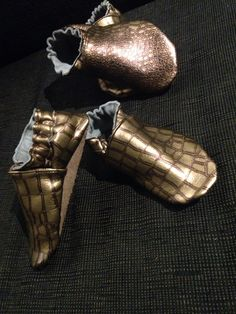 Copper-gold slippers #handmadebyme #eurokangas Gold Slippers, Tap Shoes, Dance Shoes, Copper, Trends, Style, Fashion, Gold Flip Flops, Swag