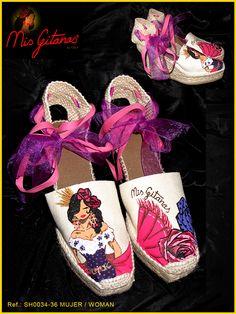 Calzado Mis Gitanas por Javier Torija Diy Fashion, Womens Fashion, Decorated Shoes, Walk This Way, Belly Dancers, Kinds Of Shoes, Doll Shoes, Canvas Leather, Me Too Shoes