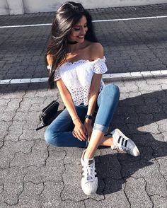 Trendy Ideas For Photography Poses Sitting Picture Ideas Girl Photo Poses, Girl Poses, Love Fashion, Fashion Outfits, Fashion Styles, Trendy Fashion, Summer Outfits, Cute Outfits, Stylish Outfits