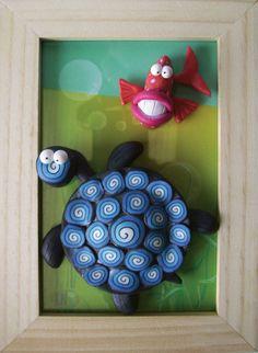 Cadre en bois avec tortue d'eau et poisson en pâte Fimo