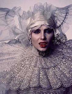 El vestido de novia de Lucy, en Drácula de Coppola. La gran Eiko Ishioka, tremenda pérdida.