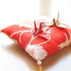 \神前式でも指輪交換!/ 縁起の良い 「折り鶴」 を使った《和風リングピロー》が大人気! | ZQN♡