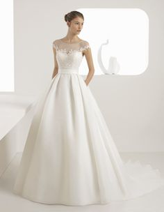 Browse beautiful Rosa Clara wedding dresses and find the perfect gown to suit your bridal style. View the latest designs for this season. Lace Top Wedding Gowns, Wedding Dress With Pockets, Classic Wedding Dress, Dream Wedding Dresses, Bridal Dresses, Bridesmaid Dresses, Sheer Lace Top, Bridal Fashion Week, Bridal Collection