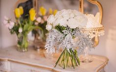 A beautiful bouquet of white roses. Image: Studio Impressions