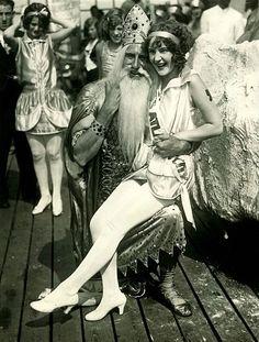 Miss Atlantic City 1925 hanging out with King Neptune. Roaring Twenties, The Twenties, Vintage Photographs, Vintage Photos, Vintage Postcards, Old Pictures, Old Photos, Boardwalk Empire, Miss America