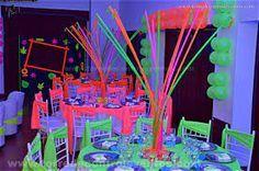 Resultado de imagen para decoracion fiesta de 15 años en neon