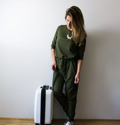 Ich packe meinen Koffer | Mit wenig Gepäck verreisen | Overall green