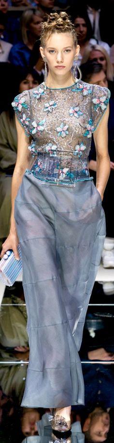 Giorgio Armani Haute Couture Paris, High Fashion Dresses, The Chic, Cool Outfits, Amazing Outfits, Giorgio Armani, Most Beautiful, Fashion Beauty, Runway