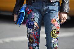LAP STAJLA: Moda: Naszywki na jensowych ubraniach.