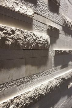 This wall has a smooth texture and a rough texture. Stone Facade, Stone Cladding, Wall Cladding, Pattern Texture, Stone Wall Design, Boundary Walls, Stone Texture, Stone Tiles, Marble Stones