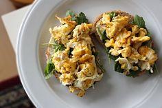 Open sandwich met roerei en rucola — Corn to be Wild