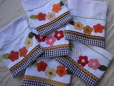 vou usar para fazer igual Handkerchief Embroidery, Towel Embroidery, Dish Towels, Hand Towels, Tea Towels, Sewing Crafts, Sewing Projects, Decorative Towels, Patch Quilt