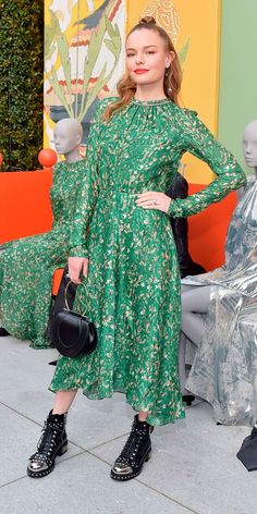 Kate Bosworth wearing Dress – H&M Shoes – Alexander McQueen Purse – Salvatore Ferragamo Star Fashion, Fashion Outfits, Fashion Trends, Daily Fashion, Women's Fashion, Kate Bosworth Style, Fashion Advice, Spring Outfits, Plus Size Fashion