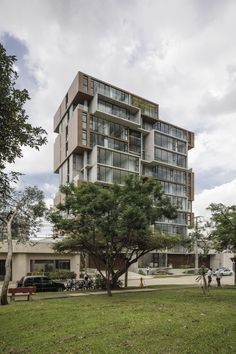 Completed in 2017 in San José, Costa Rica. Images by Fernando Alda. ONE seeks to differentiate itself from all other real estate development projects in San José. Looking to challenge traditional vertical design,...