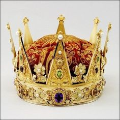 Crown of the Crown Prince, Norway (1846; green peridots, amethysts, freshwater pearls, glass, polychrome gold, velvet).