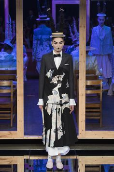 See the complete Thom Browne Spring 2016 Ready-to-Wear collection.