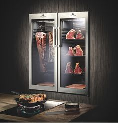 Home Dry Aging Fridge Butcher Store, Meat Store, Meat Lovers, Cool Gadgets, Kitchen Ideas, Beef, Home, Display, Boutique