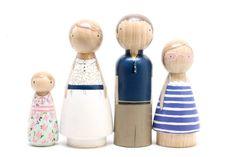 Custom Family of 4 // HandPainted Wooden Peg Dolls por goosegrease